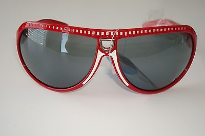 De Stunna 2 Shades Red and White