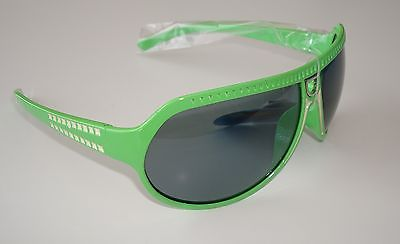 De Stunna 2 Shades Green and White side